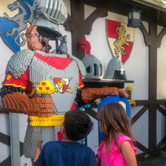 Kids looking at knight at LEGOLAND California