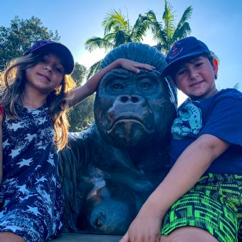Kids next to gorilla statue at the San Diego Zoo