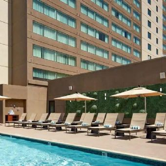 Outdoor swimming pool, Hilton San Diego Mission Valley
